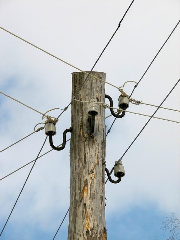 Деревянный столб для электричества
