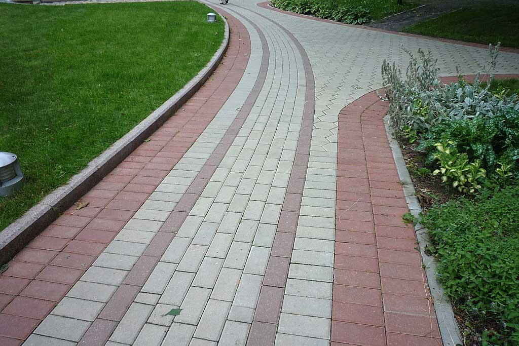 Дорожка из тротуарной плитки своими руками
